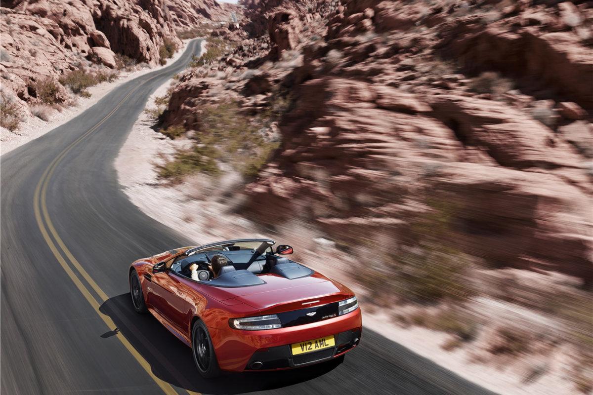 Aston-Martin-Vantage-S-Roadster-37