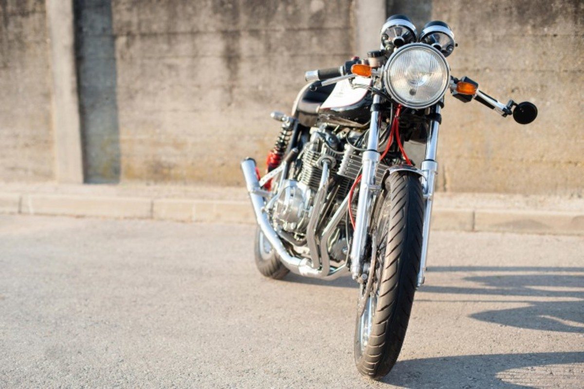 Honda-CB550-Cafe-Racer-1-740x492