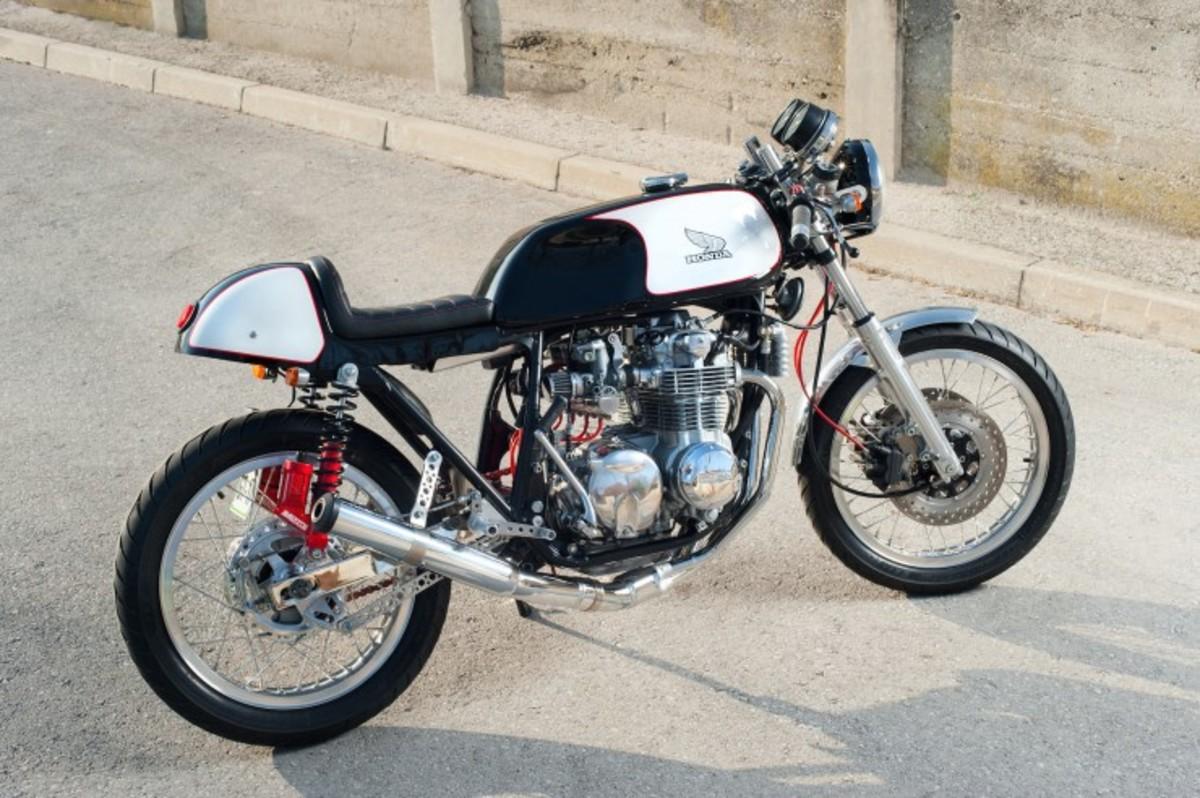 Honda-CB550-Cafe-Racer-9-740x492
