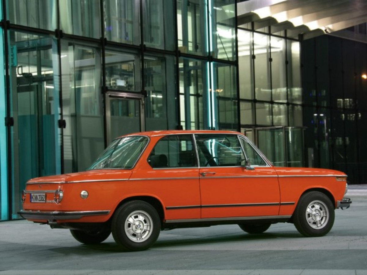 BMW-2002-tii-Reconstructed-Rear-And-Side-1280x960-640x480
