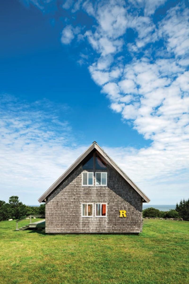 risom-residence-exterior-side-r-letter-block