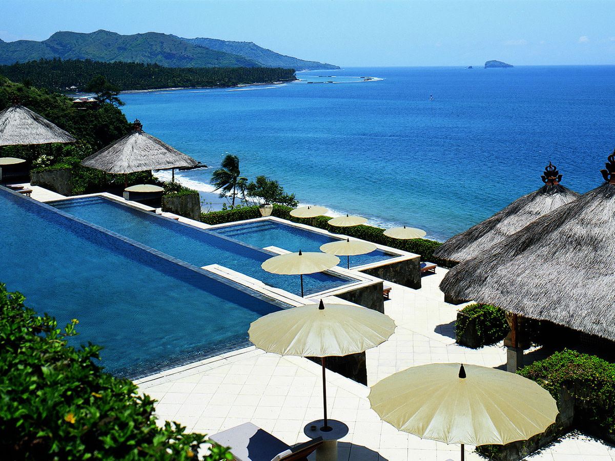 The most stunning hotel pools around the globe airows for Stunning hotels