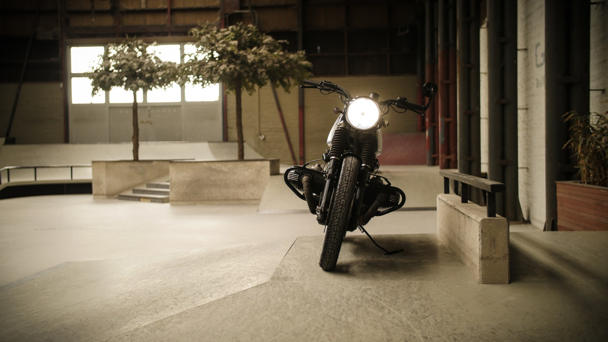 Moto Adonis