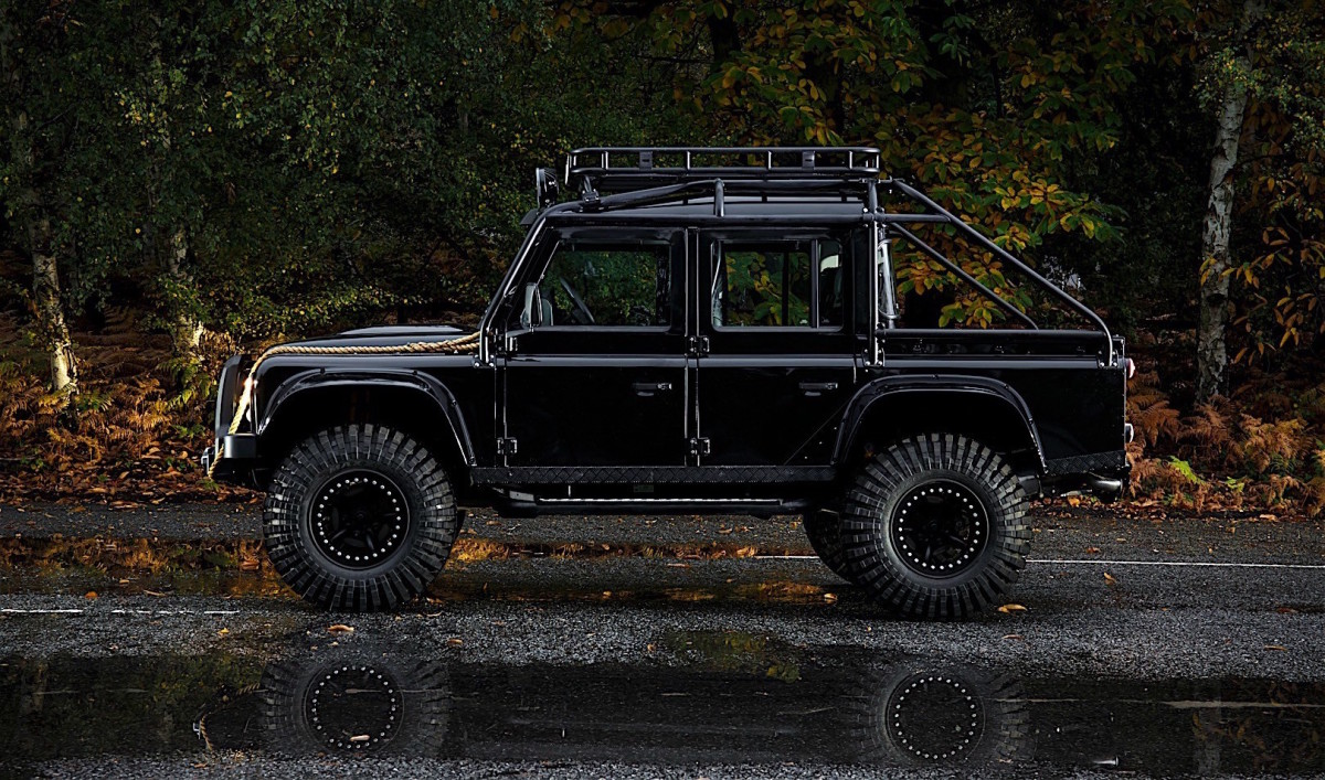 the custom land rover defender svx from 39 spectre 39 is for. Black Bedroom Furniture Sets. Home Design Ideas