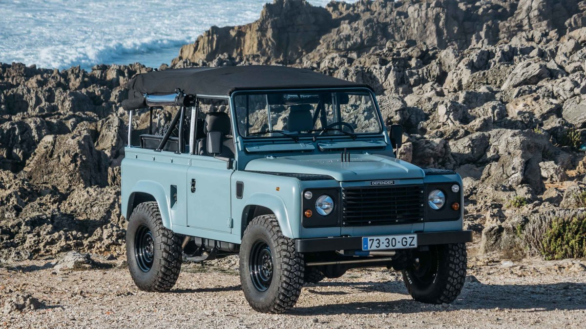 Land Rover Marin >> This Matte Blue Land Rover Defender Is Ridiculously Cool