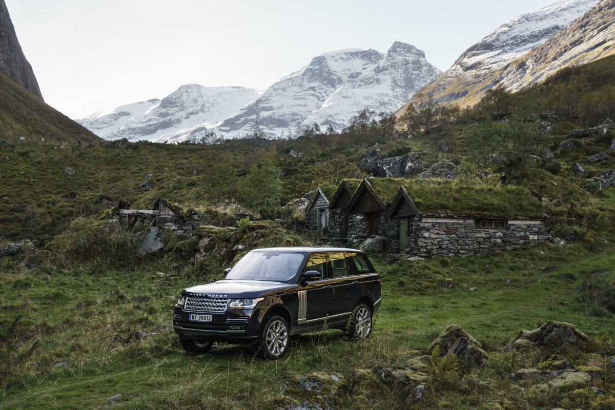 40 incredible photos of a range rover tour through norway airows. Black Bedroom Furniture Sets. Home Design Ideas
