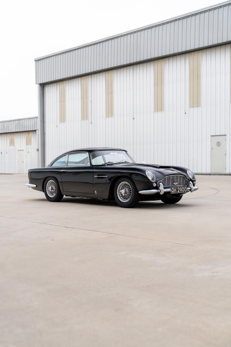 1965_Aston_Martin_DB5_02