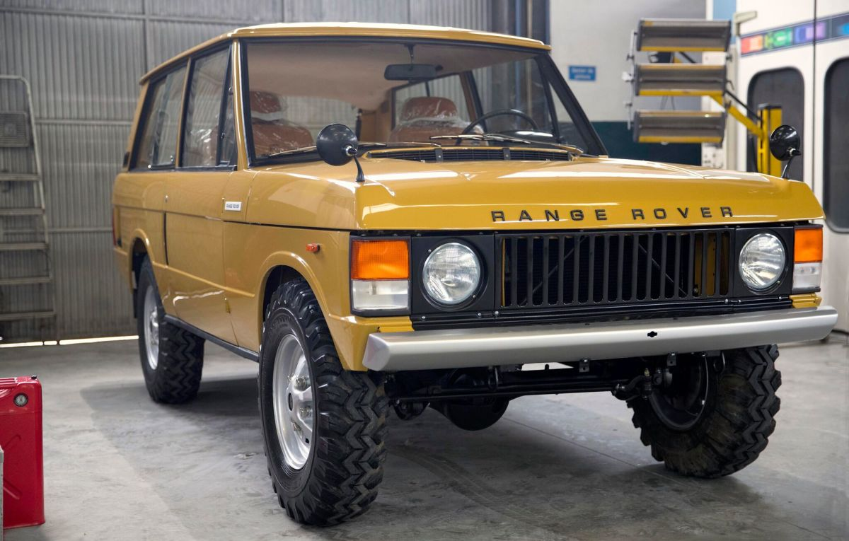 this v8 powered 1973 range rover will make your heart skip a beat airows. Black Bedroom Furniture Sets. Home Design Ideas