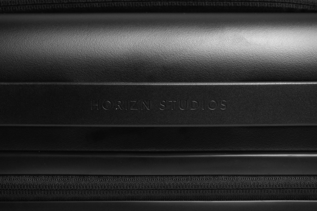 horizn studios 39 m5 cabin bag is a sleek way to travel well. Black Bedroom Furniture Sets. Home Design Ideas