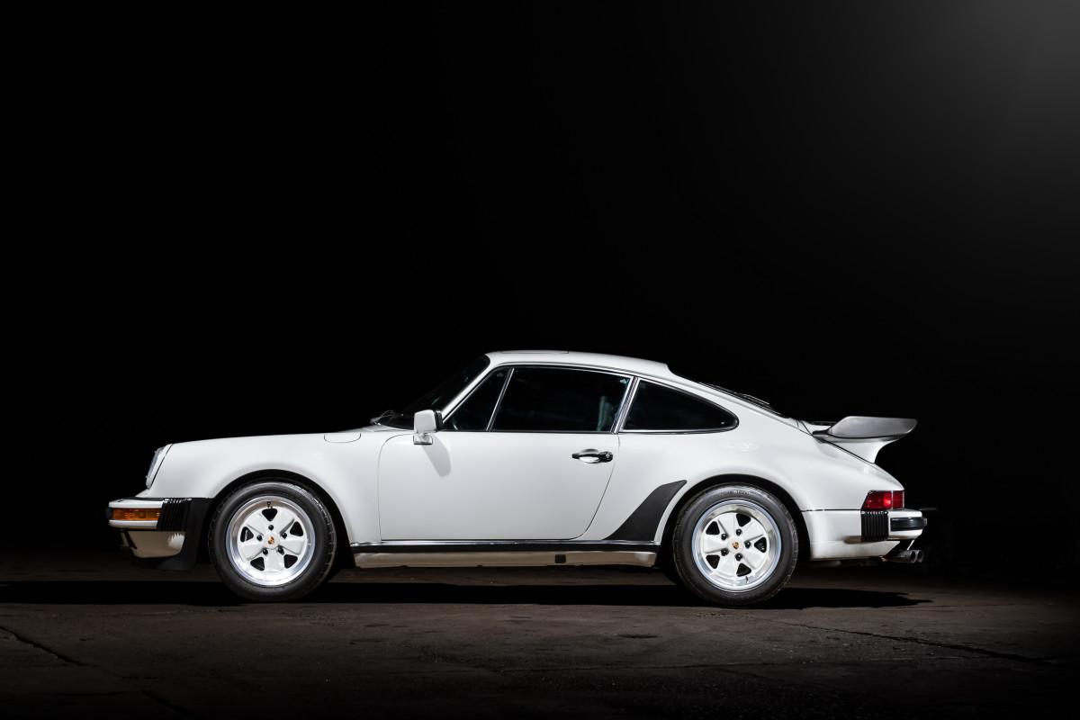 1989-Porsche-911-Turbo-Coupe-_4
